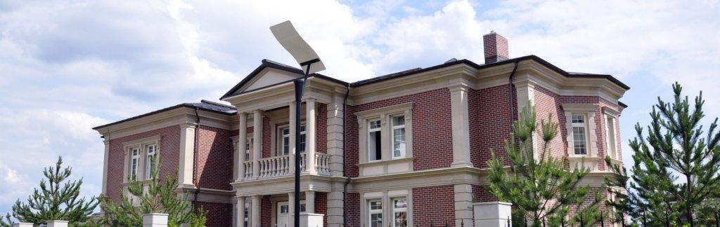 фасады загородных домов и коттеджей